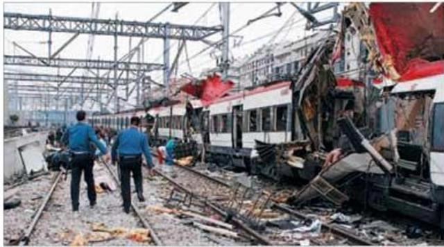 El costado izquierdo del tren de Téllez tras el atentado. En primer lugar el coche 6