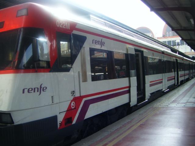 El coche 022M, 3º de Téllez, acolado a los dos que quedaron indemnes del tren de Atocha. Se encuentra en Chamartín el 15 de octubre de 2008