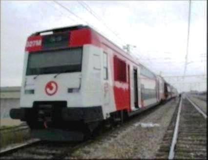 El tren de El Pozo, sin su coche 5, estacionado en Vallecas, el primer coche que se ve es el de cola