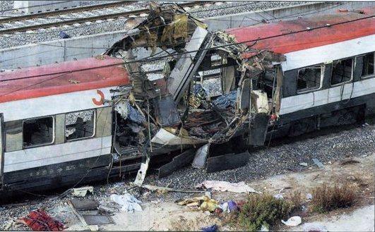 El coche 5 de Téllez tras el atentado, visto por el costado derecho