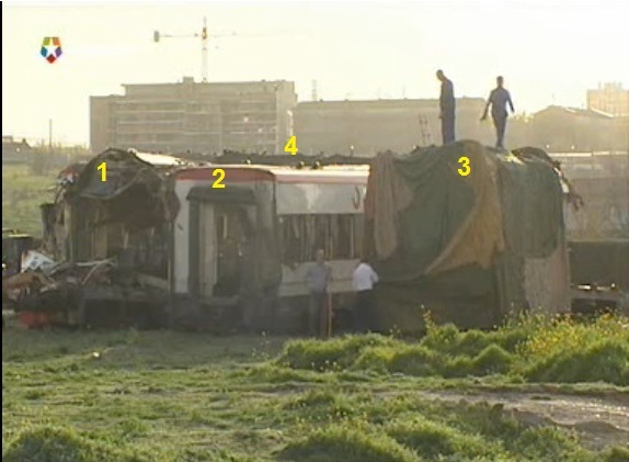 Fragmentos de los coches 5 y 6 del tren de Téllez depositados en Villaverde