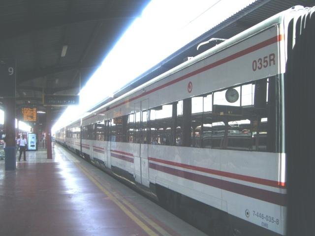El coche 035R, 2º del tren de Atocha, en Chamartín el 15 de octubre de 2008