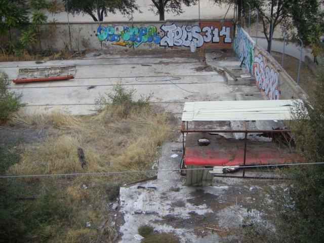 El 22 de octubre de 2013, el cobertizo está desmantelado y expoliado. Sólo quedan dos piezas del techo