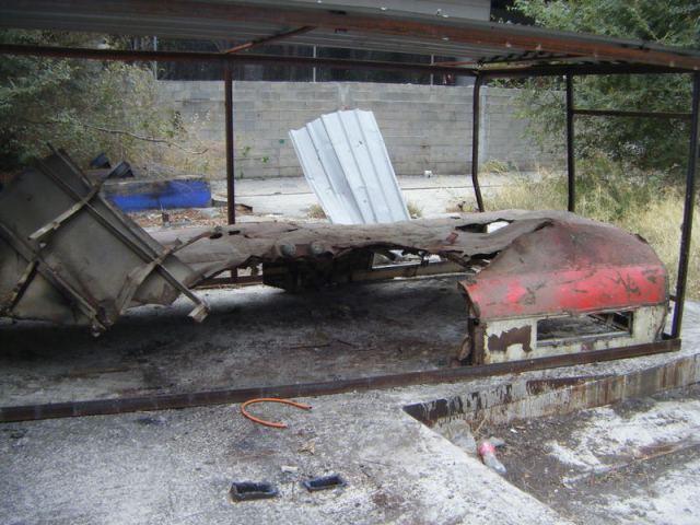 La parte del techo que cubría el foco de la explosión aún está dentro de los restos del cobertizo el 22 de octubre
