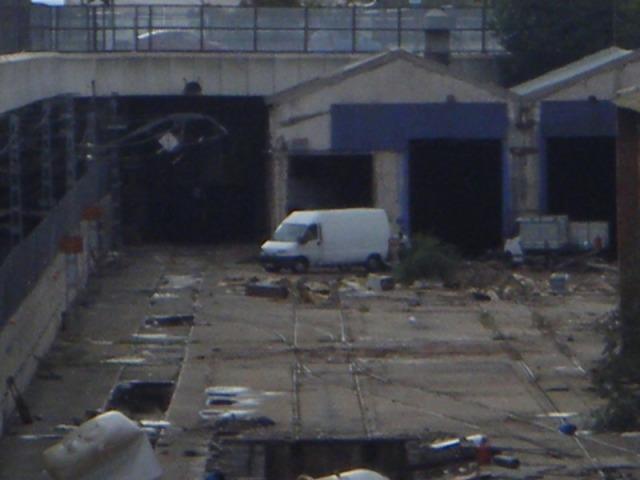 El 23 de octubre, una furgoneta y un pequeño camión dentro del recinto de Tafesa