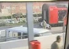 Desde la ventanilla de los trenes también se veía un camión dispuesto a cargar