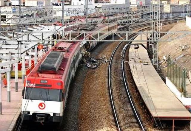 El tren detenido en la estación tras la explosión