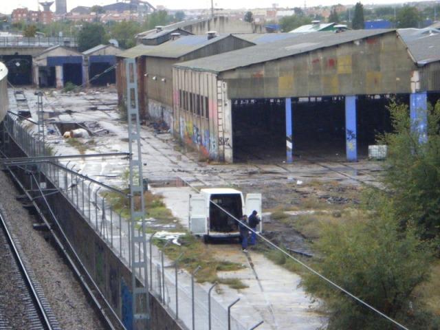 El 25 de octubre, ya sin vigilancia policial, sigue el expolio del taller