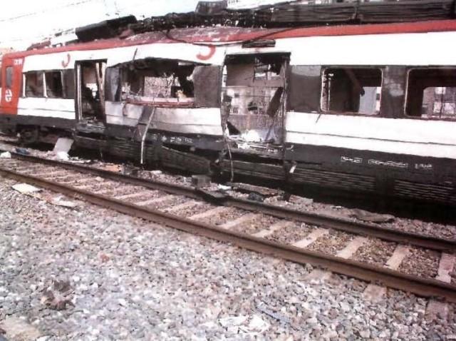 El coche 1 de Téllez tras la explosión, visto por su costado izquierdo