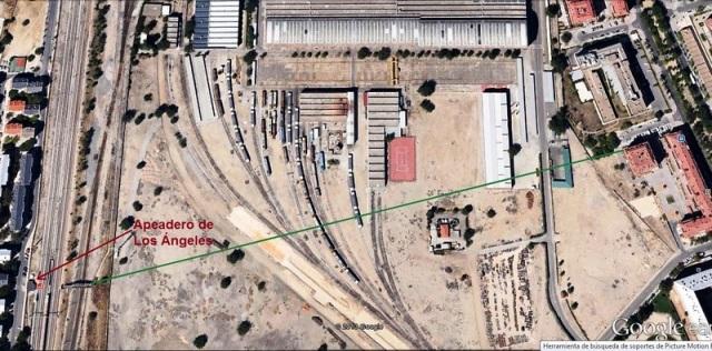 Visual de la toma de las fotos anteriores desde el apeadero de Los Ángeles. La nave blanca de la derecha es la que albergaba el coche 2 de Téllez