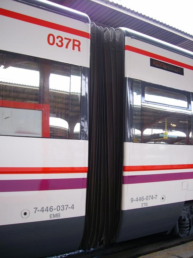 Unión de los coches 037R y 074M